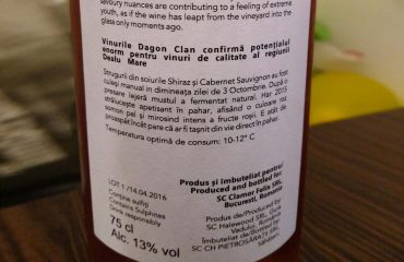 Sticla de vin Har cu eticheta pe verso